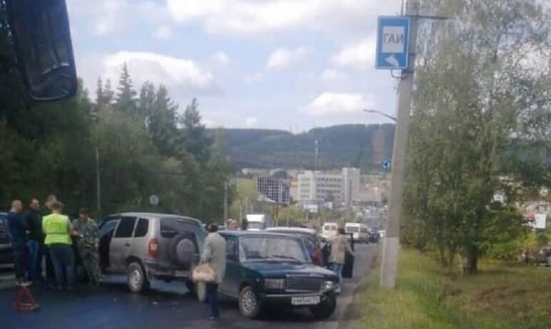 В Златоусте (Челябинская область) из-за дорожных работ столкнулись 20 автомобилей. Это предварите