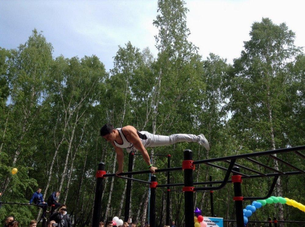 Новая площадка для занятий воркаутом будет открыта на территории спортивной школы в Челябинске. Э