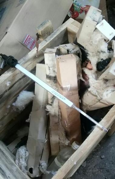 В Миассе (Челябинская область) общественники обнаружили склад опасных отходов. Отработанные и раз