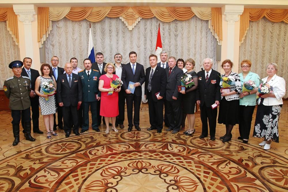 Глава региона поздравил земляков с заслуженными наградами. «Челябинская область традиционно входи
