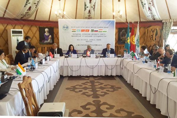 Официальная делегация Южно-Уральской торгово-промышленной палаты во главе с президентом Федором Д