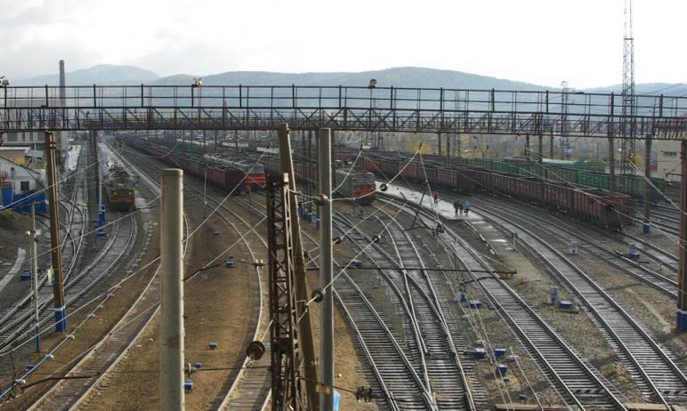 В Челябинской области грузовой поезд насмерть сбил 16-летнюю девушку, которые переходила железнод