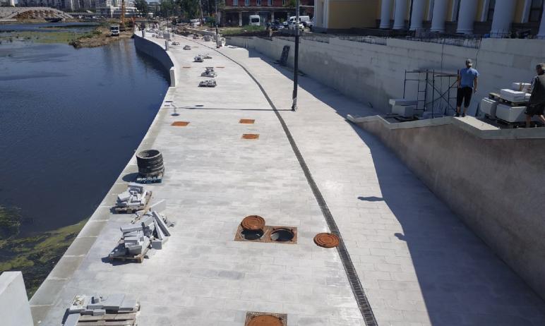 Сдача работ на набережной реки Миасс в Челябинске, которую за городской филармонией строит компан