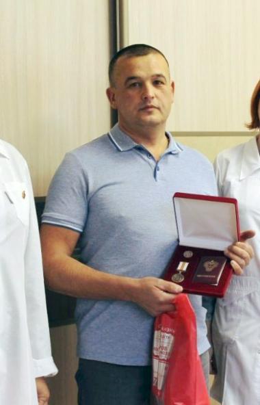 Кадровый донор Челябинской областной станции переливания крови, почетный донор России Ринат Ибраг
