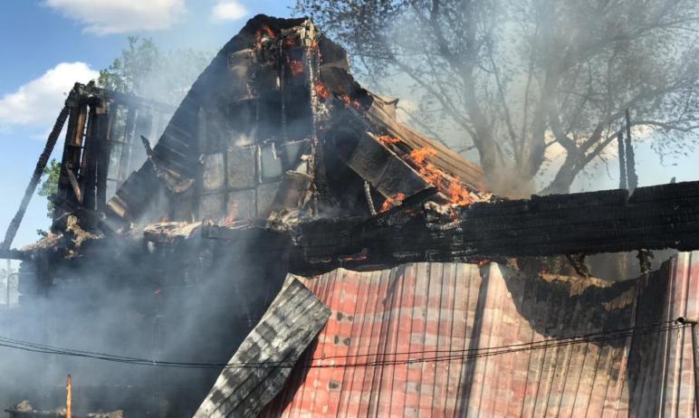 В эту минуту пожарные Копейского пожарно-спасательного гарнизона (Челябинская область), противопо