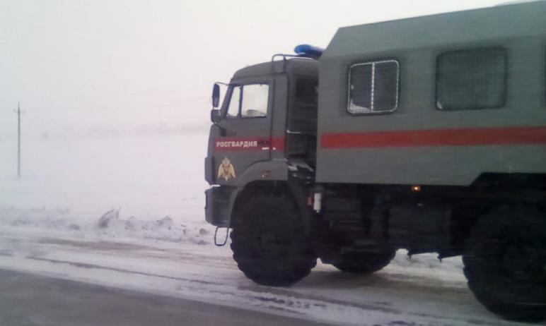 В Челябинской области, где уже сутки бушует непогода, бойцы магнитогорского ОМОН территориального