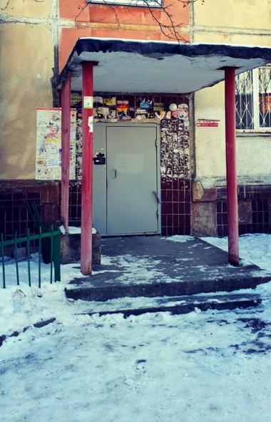 Челябинский инвалид-колясочник Виталий Касьянов, живущий на втором этаже дома 46-А по ули