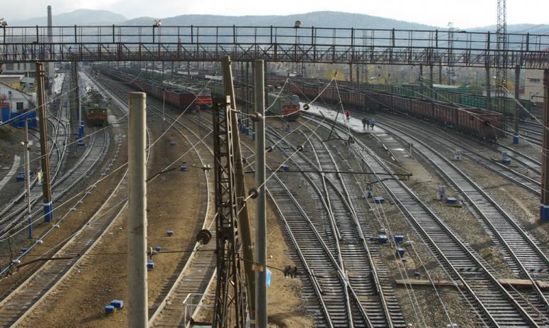 В Челябинской области при производстве маневровых работ грузовым поездом травмирована ревизор по
