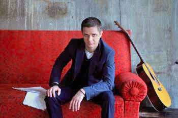 В прошлый раз он играл на Ильменке в 2006 году на 30-м юбилейном фестивале, нынче, поздравить ил