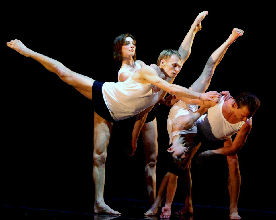 Последними двумя спектаклями Театр современного танца 24 октября теперь уже в родном городе, на