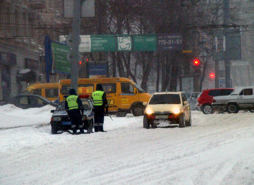Снегопад и более десятка дорожно-транспортных происшествий привели к вечеру пятницы, 28 декабря,