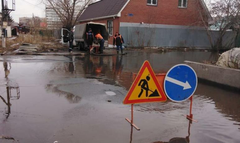 Челябинск спасают от «наводнения»: сегодня, второго апреля, служба содержания сетей ливневой кана
