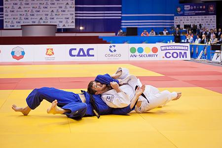 Как сообщили агентству в пресс-центре Чемпионата Европы по дзюдо, Сиражудин Магомедов одолел в фи