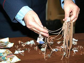 Как сообщили в пресс-службе городского УМВД, в общей сложности сумма украденного золота составила