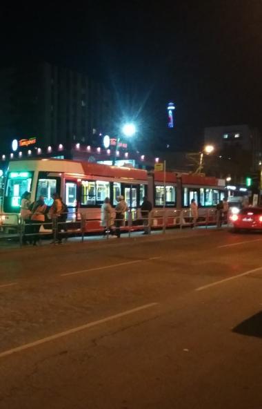 В Челябинске новый трамвай Усть-Катавского вагоностроительного завода снова сломался. На этот раз
