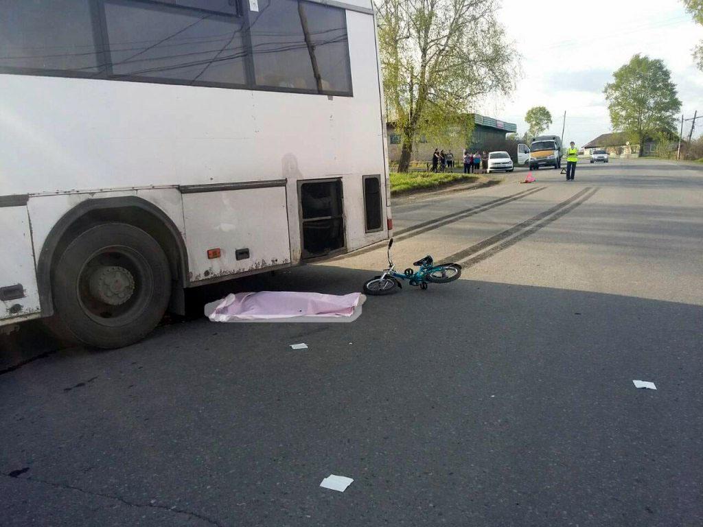 В селе Айлино Саткинского района (Челябинская область) водитель автобуса «НефАЗ» насмерть сбил ше
