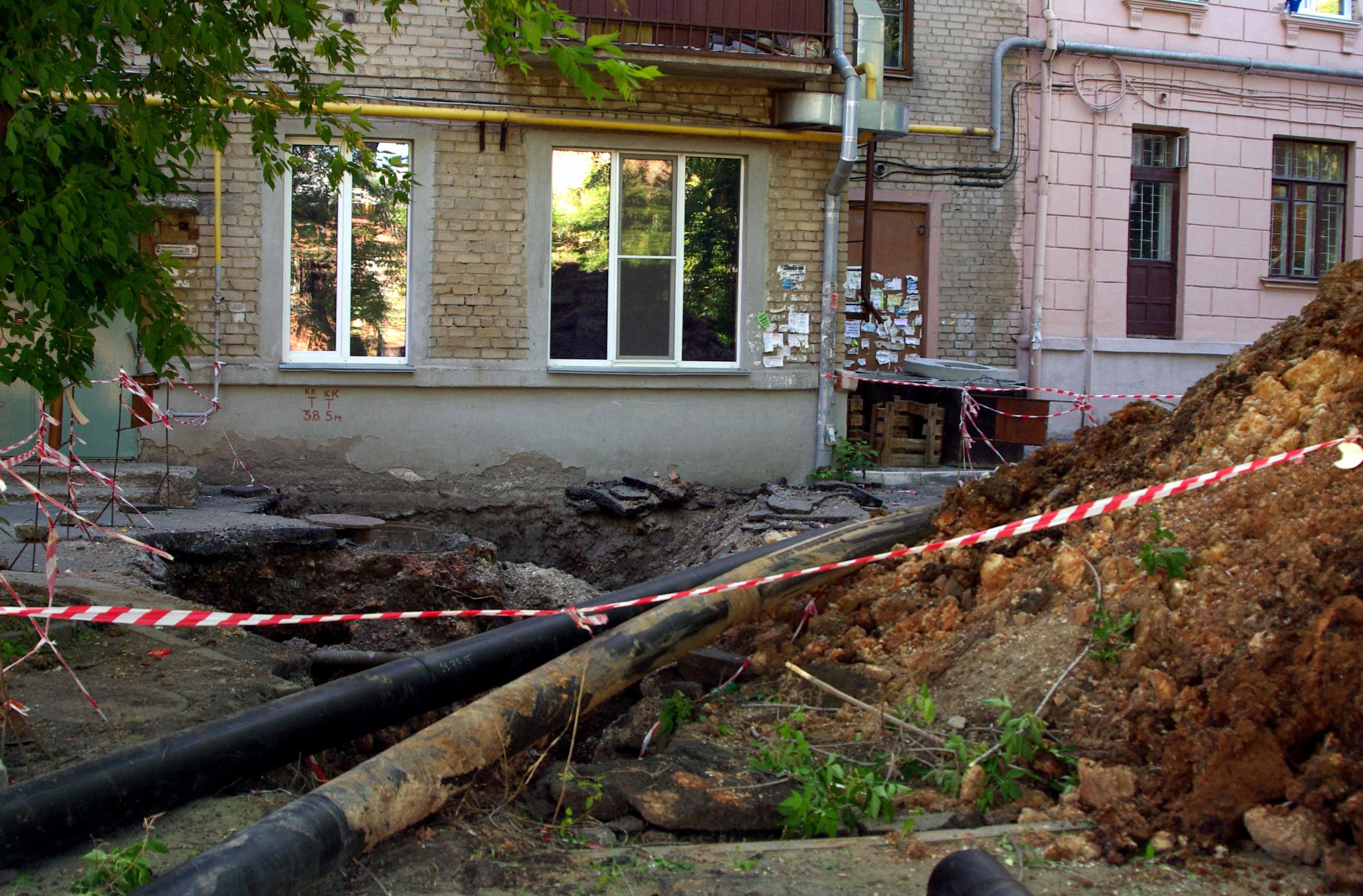 В связи с капитальным ремонтом водопровода вводятся ограничения движения транспорта в Калининском